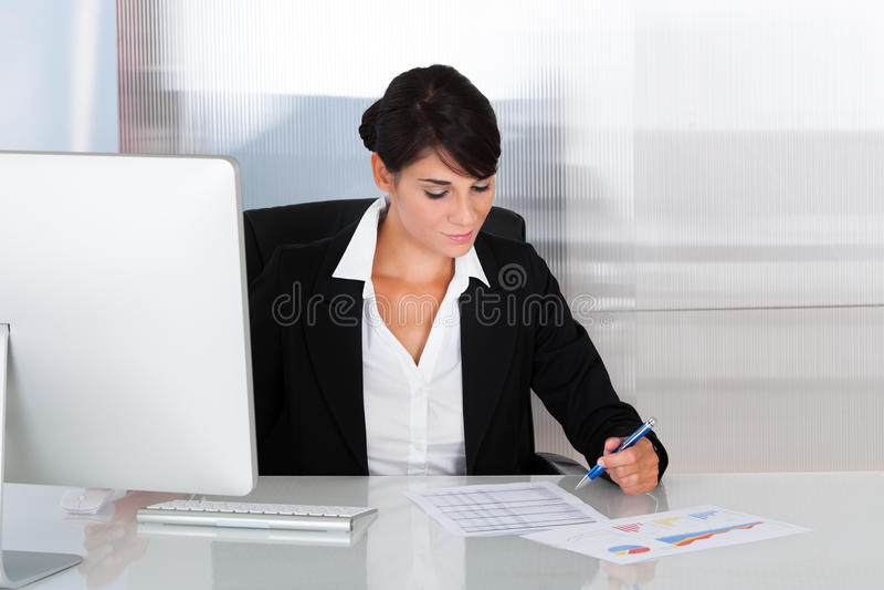 kobieta interesu komputera fotografia royalty free
