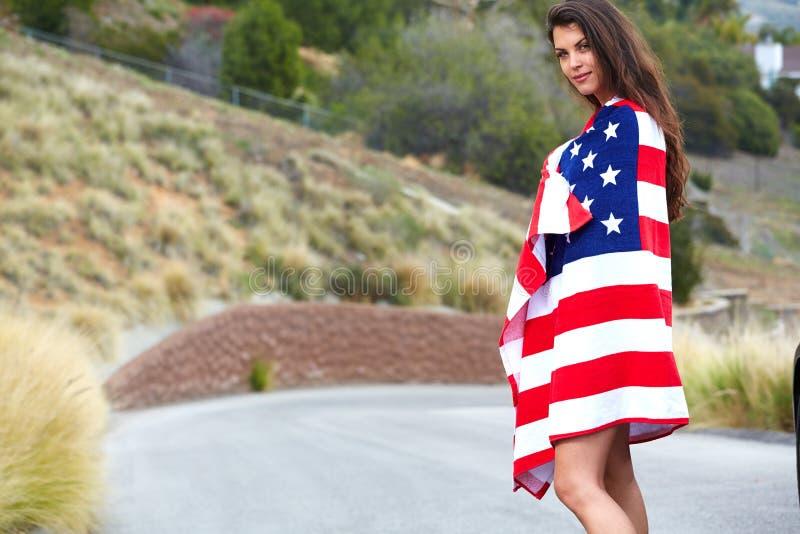 Kobieta jest ubranym flaga amerykańską obrazy stock