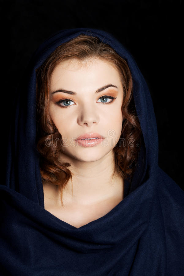 Kobieta jest ubranym headkerchief fotografia stock