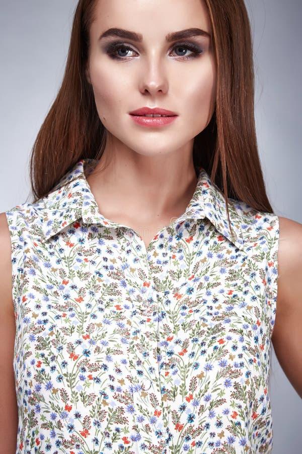 Kobieta katalogu ubrań mody piękna makeup seksowny stylowy włosy zdjęcia stock