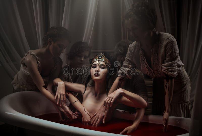 Kobieta ma krwionośnego skąpanie obrazy stock