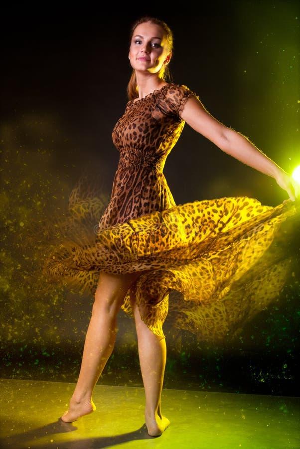Kobieta magiczny taniec zdjęcie royalty free
