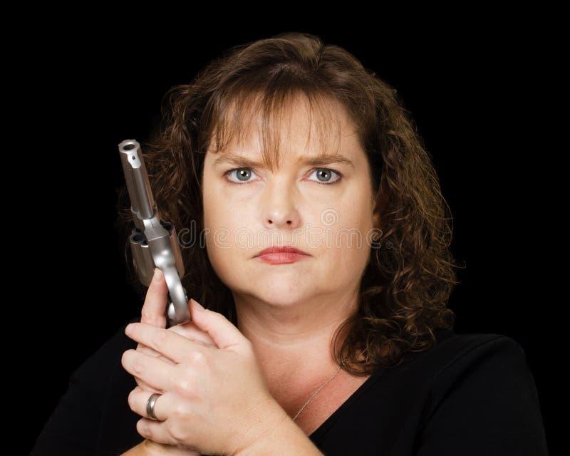 Kobieta mienie ładujący pistolet fotografia stock