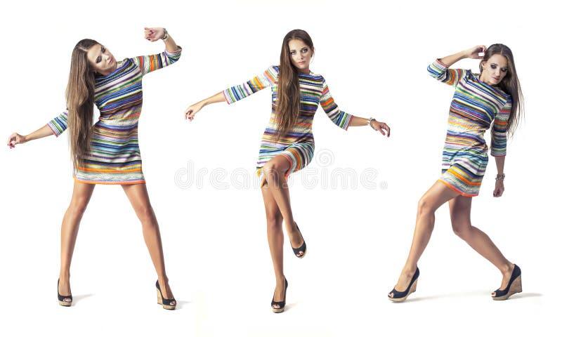 Kobieta model w krótkiej sukni w pełnej długości w studiu na białym bac zdjęcie stock