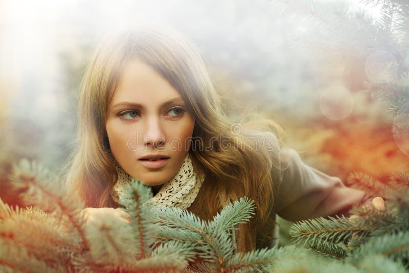 Kobieta, mody piękno - pragnienie fotografia stock