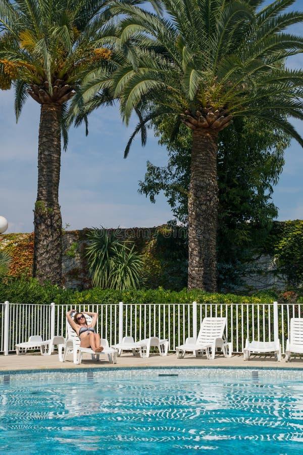 Kobieta na basenie fotografia stock