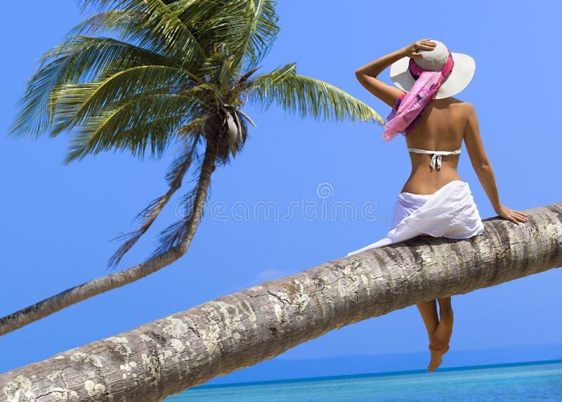 Kobieta na plaży obrazy royalty free