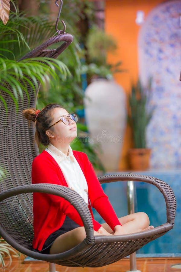 Kobieta Na Plenerowym ogródzie obrazy stock