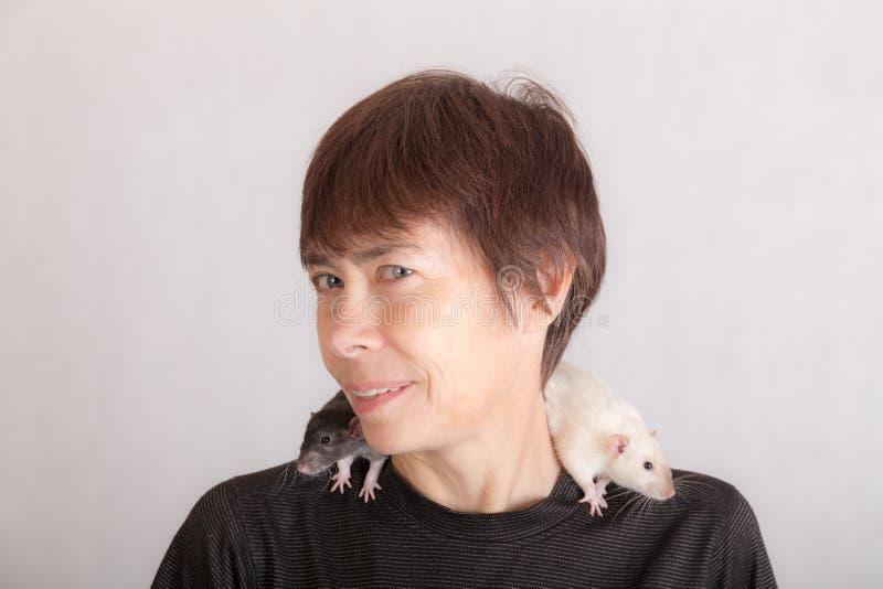 Kobieta na szczurach domowych obrazy stock