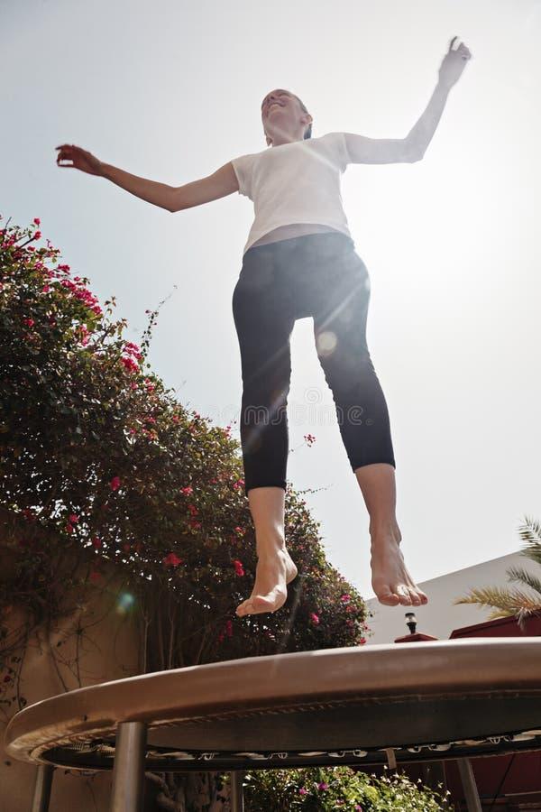 Download Kobieta Na Trampoline zdjęcie stock. Obraz złożonej z schudnięcie - 53782408