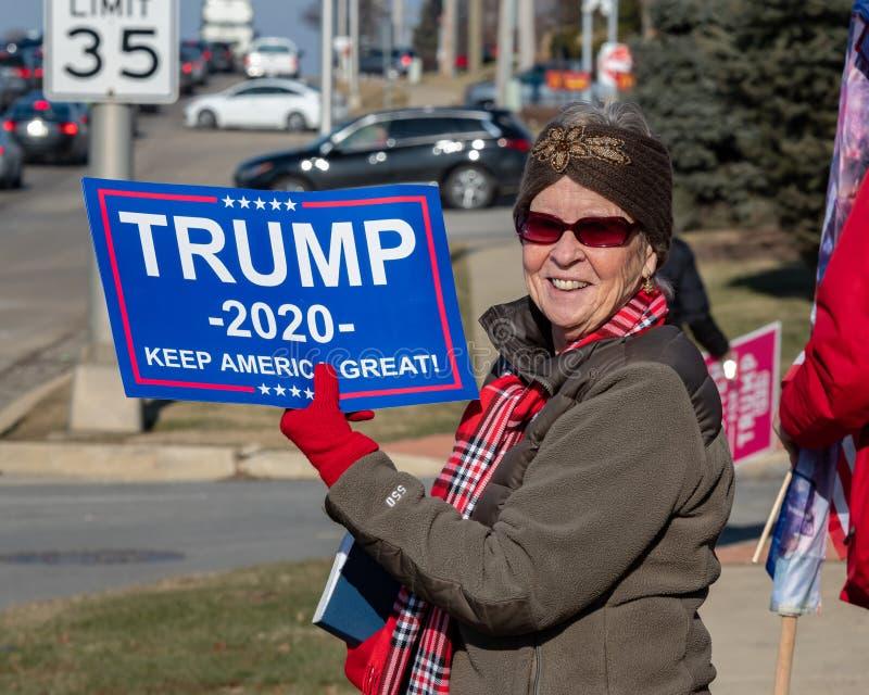 Kobieta na Trumpa w Demokratycznej twierdzy Illinois obrazy royalty free