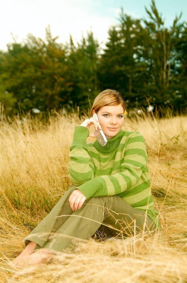 kobieta na zewnątrz gór, fotografia royalty free