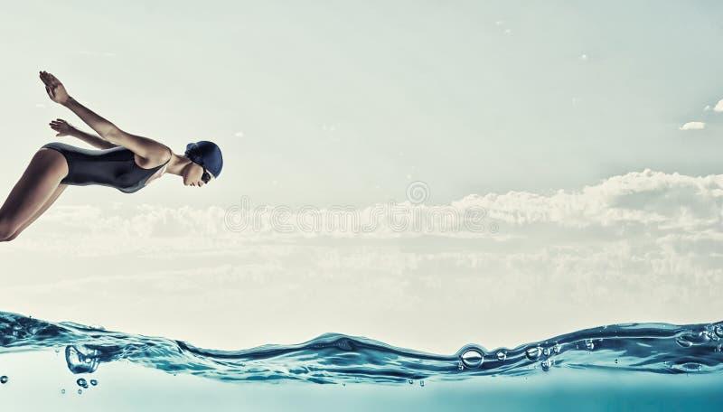 kobieta nad strzału pracownianym pływaczki biel com pojęcia figurki wizerunku odpoczynku dobra trwanie tekst fotografia stock