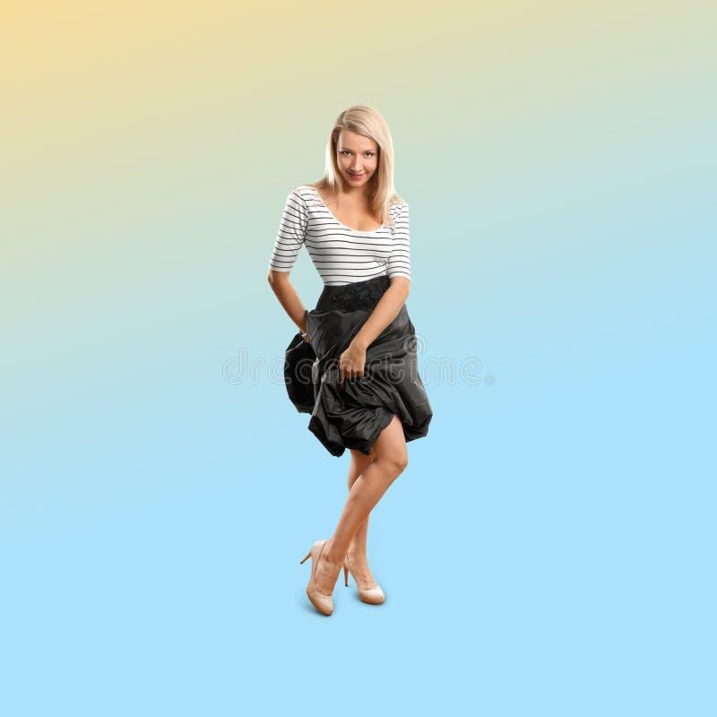 Kobieta odizolowywająca na modnym gradientowym tle zdjęcia stock