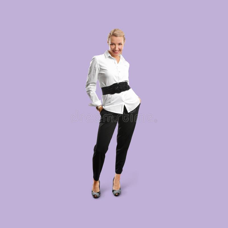 Kobieta odizolowywająca na modnym gradientowym tle fotografia royalty free