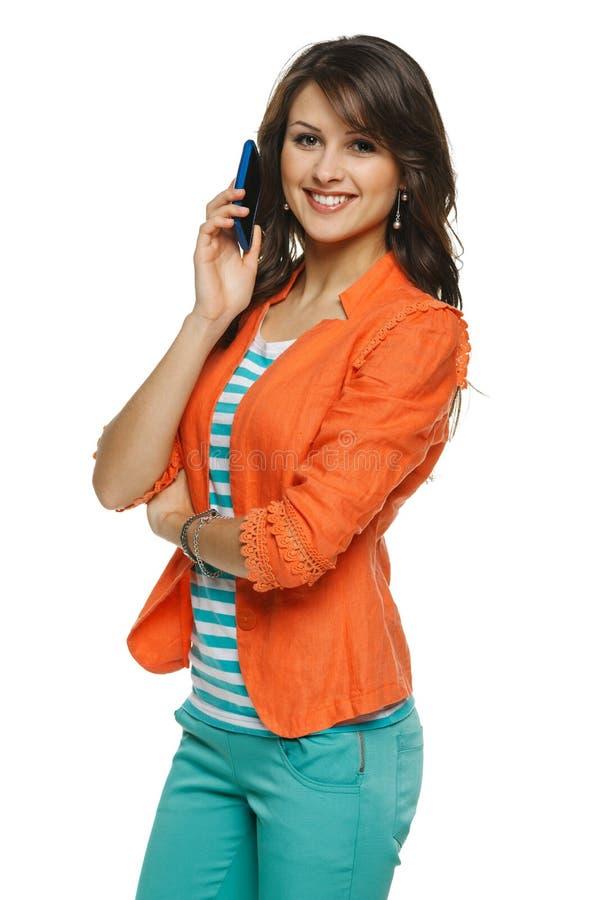 Download Kobieta Opowiada Na Telefon Komórkowy Zdjęcie Stock - Obraz złożonej z piękny, radosny: 28971032