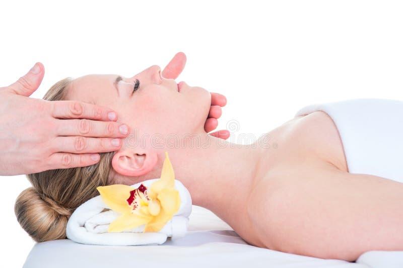 Kobieta otrzymywa kierowniczego masaż w zdroju zdjęcie stock