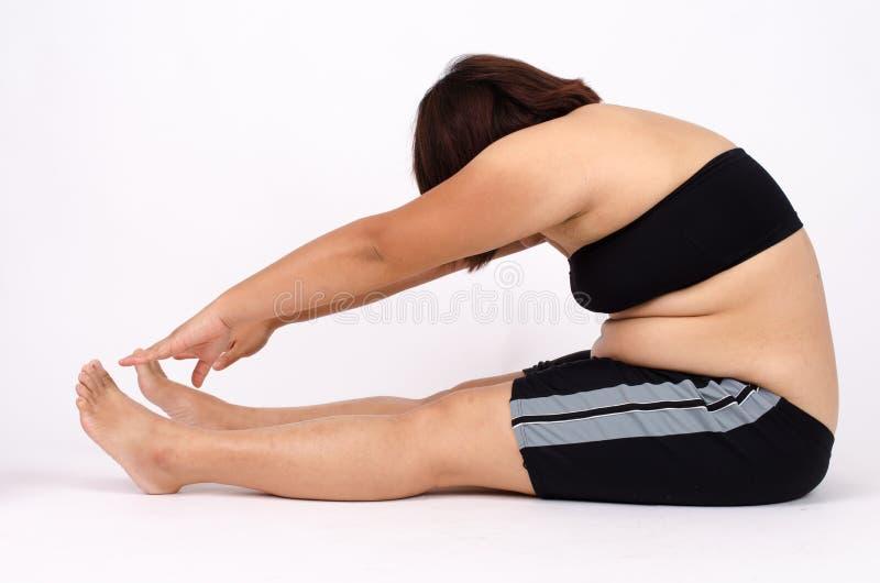 Kobieta palce mierzy jej brzucha sadło fotografia stock