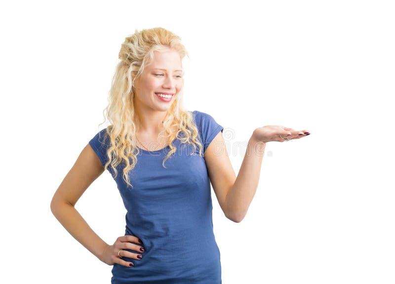 Kobieta patrzeje jej rozszerzoną rękę obraz stock