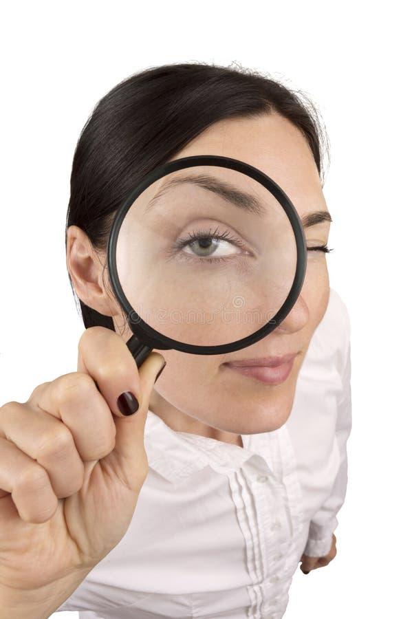 Kobieta patrzeje w powiększać - szkło fotografia stock