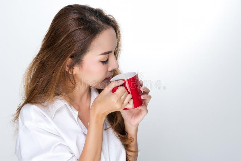 Kobieta pije kawę obrazy royalty free