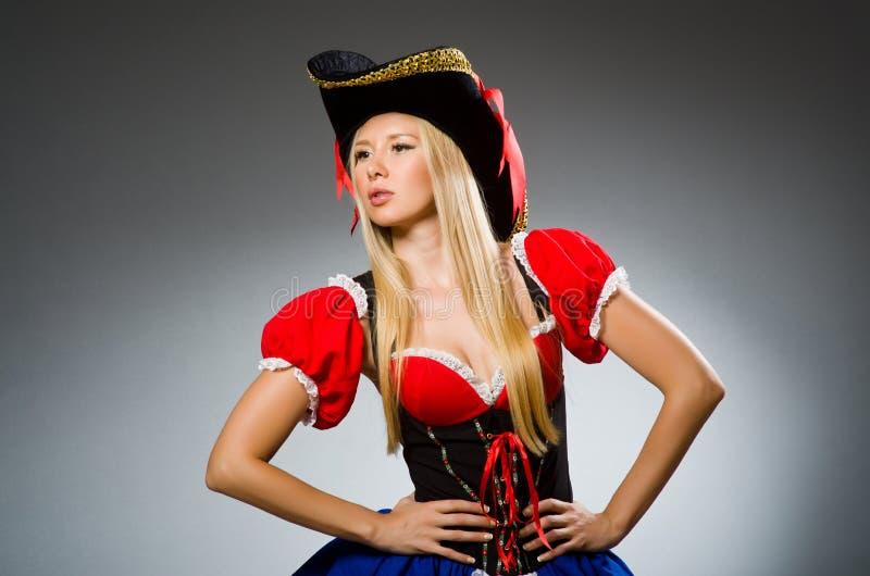 Kobieta pirat przeciw zdjęcia stock