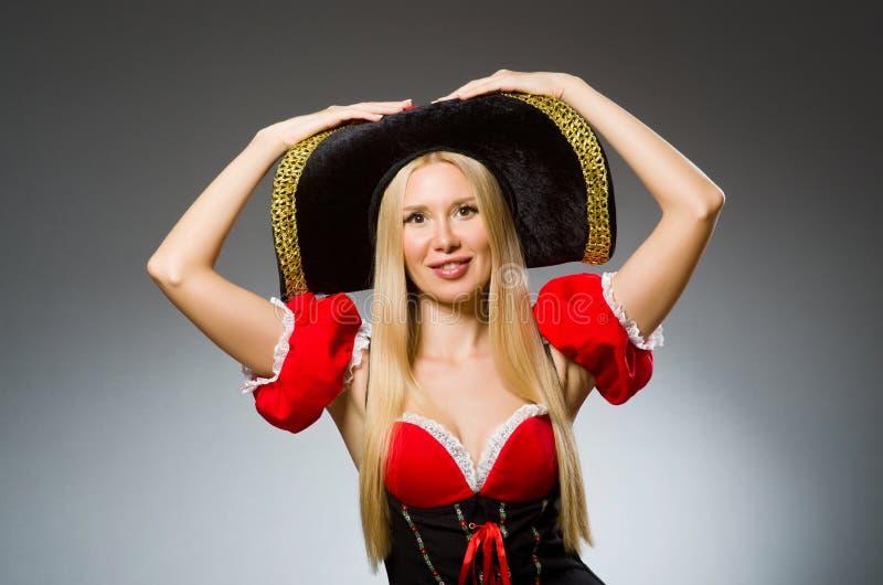 Kobieta pirat przeciw obrazy stock