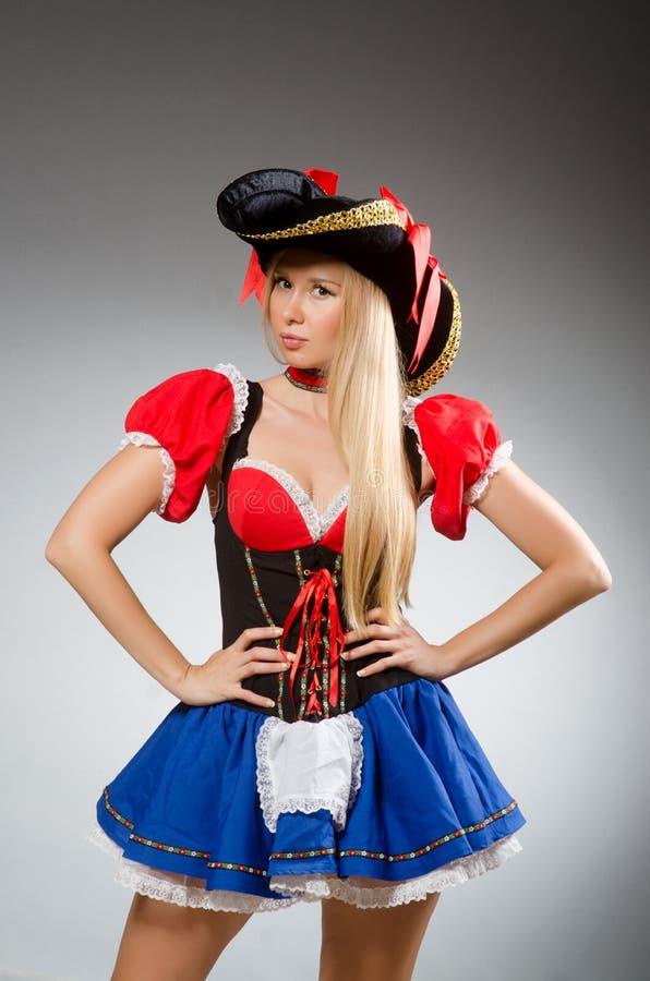 Kobieta pirat przeciw obraz stock