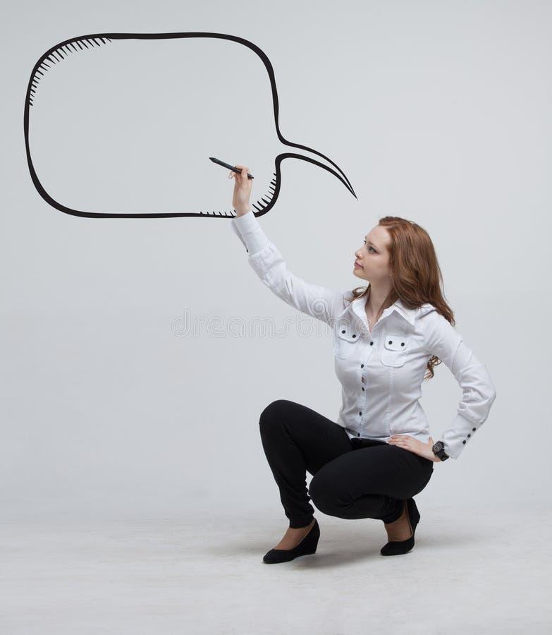 Download Kobieta Pisze W Malującej Mowy Chmurze Zdjęcie Stock - Obraz złożonej z inspiracja, selekcyjny: 57671328