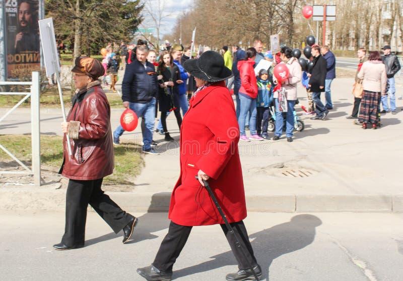Kobieta pośpiech dzielić nieśmiertelnego pułku zdjęcie stock
