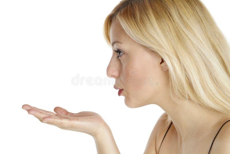 Download Kobieta podmuchowa zdjęcie stock. Obraz złożonej z wargi - 2727820