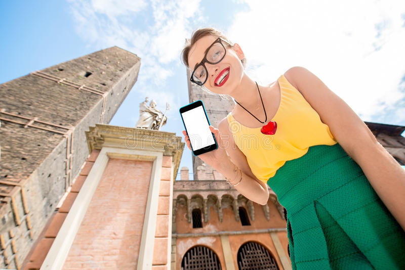 Kobieta podróżuje w Bologna mieście zdjęcia royalty free