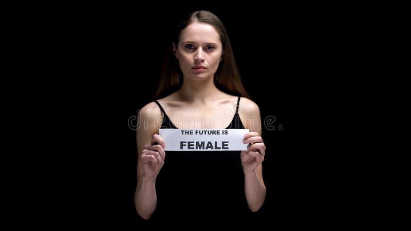 Kobieta pokazuje przyszłość jest żeńskim znakiem, motywacją i inspiracją, władza fotografia royalty free