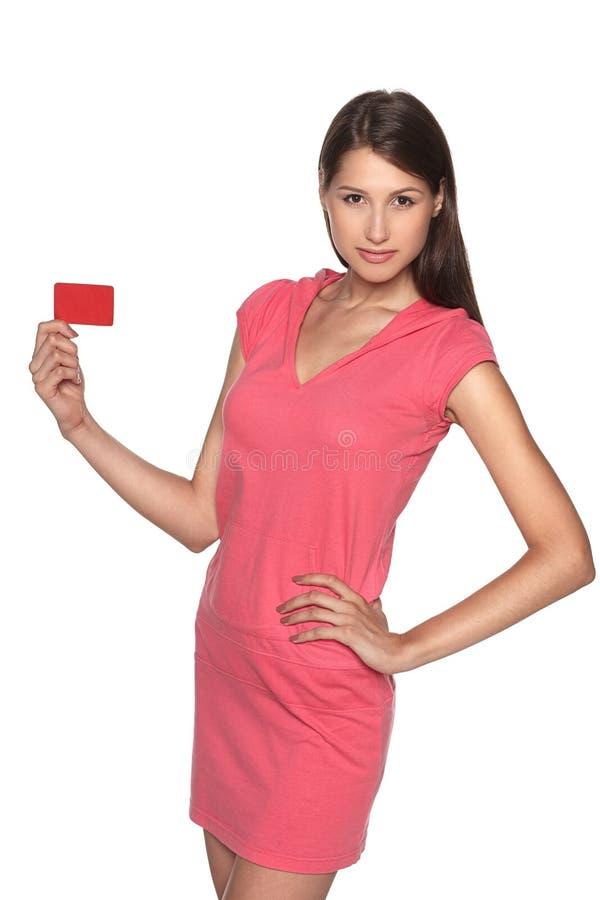 Kobieta pokazuje pustą kredytową kartę zdjęcie royalty free