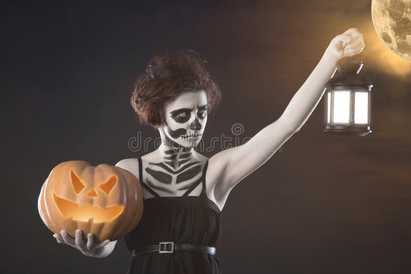 Kobieta potwór Kreatywnie ciemny makijaż, konceptualny pomysł dla Halloween Niesamowity koszmaru kręcenie w czarnego wampira, poj zdjęcia royalty free