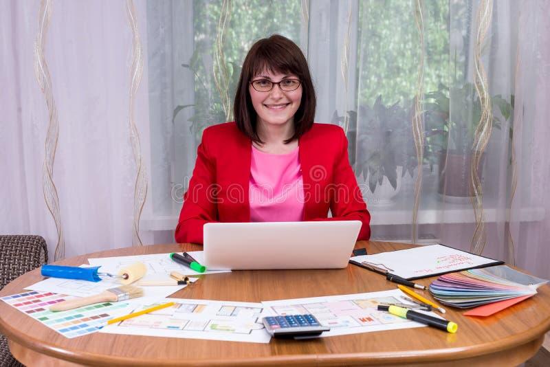 Kobieta projektanta działanie zdjęcie royalty free