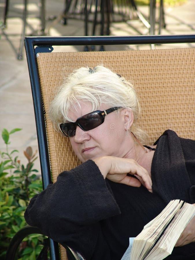 kobieta relaksująca księgowa obrazy royalty free