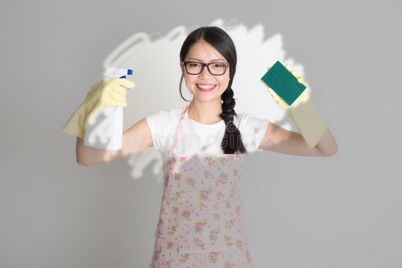 Kobieta robi domowym obowiązek domowy obrazy stock