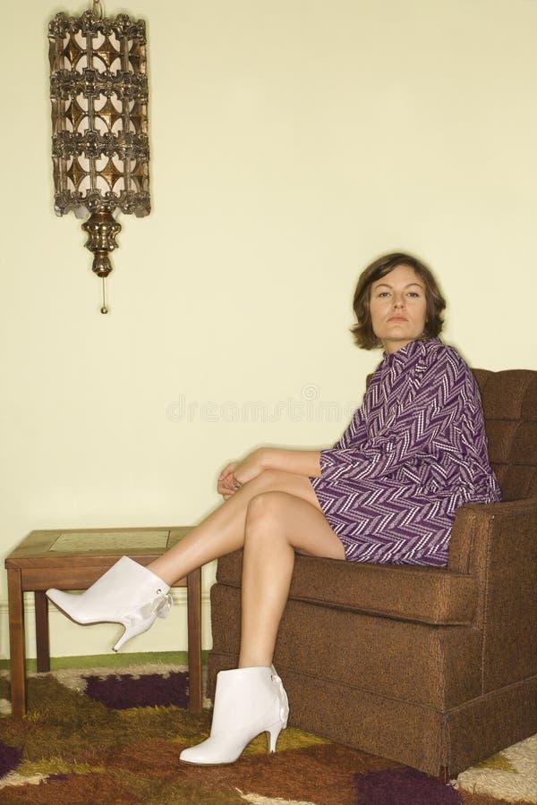 kobieta, siedząca krzesła. fotografia stock