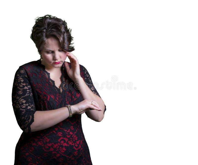 Kobieta sprawdza zegarek obraz stock