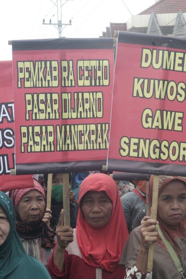 Kobieta sprzedawców zachowania Tradycyjna Targowa demonstracja Soekarno Sukoharjo zdjęcie royalty free