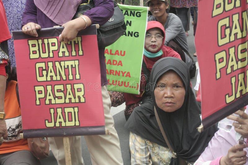 Kobieta sprzedawców zachowania Tradycyjna Targowa demonstracja Soekarno Sukoharjo fotografia stock