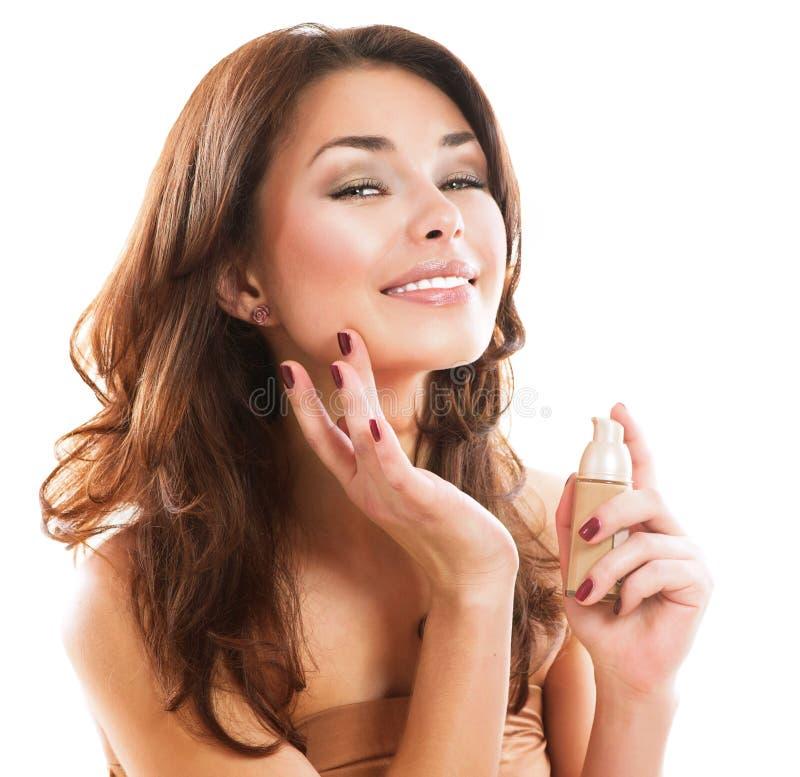 Kobieta Stosuje makijaż zdjęcie royalty free
