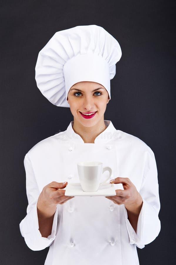 Kobieta szef kuchni, kucharz lub piekarza portret z caffe filiżanką, obraz stock