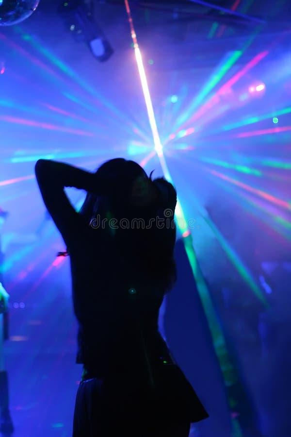 kobieta tańcząca sylwetki obrazy royalty free