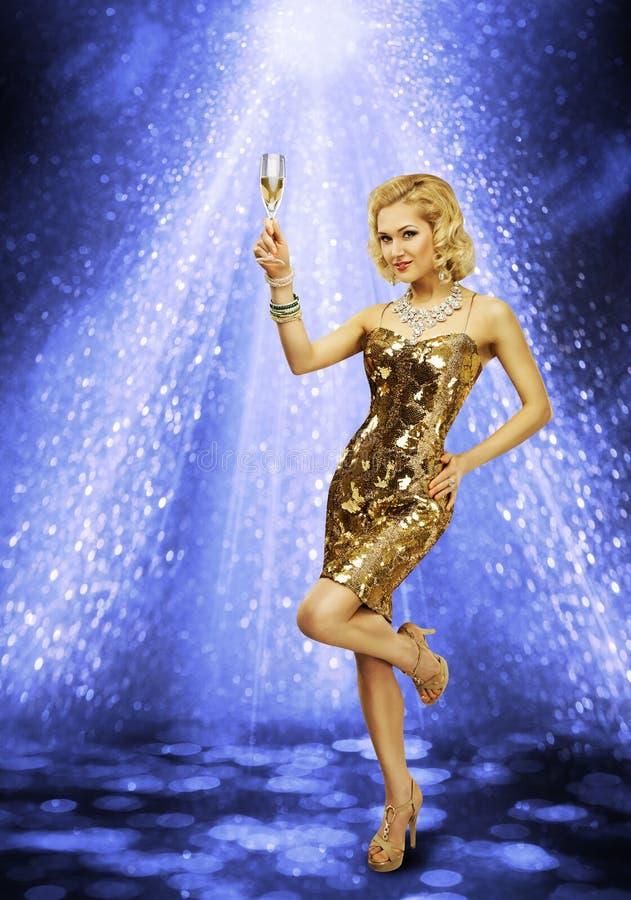 Kobieta tana przyjęcia Szampański szkło, dziewczyna tana nocy klub obraz royalty free