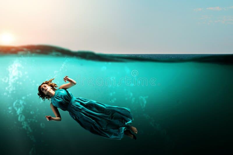 Kobieta tancerz w jasnej błękitne wody ilustracji