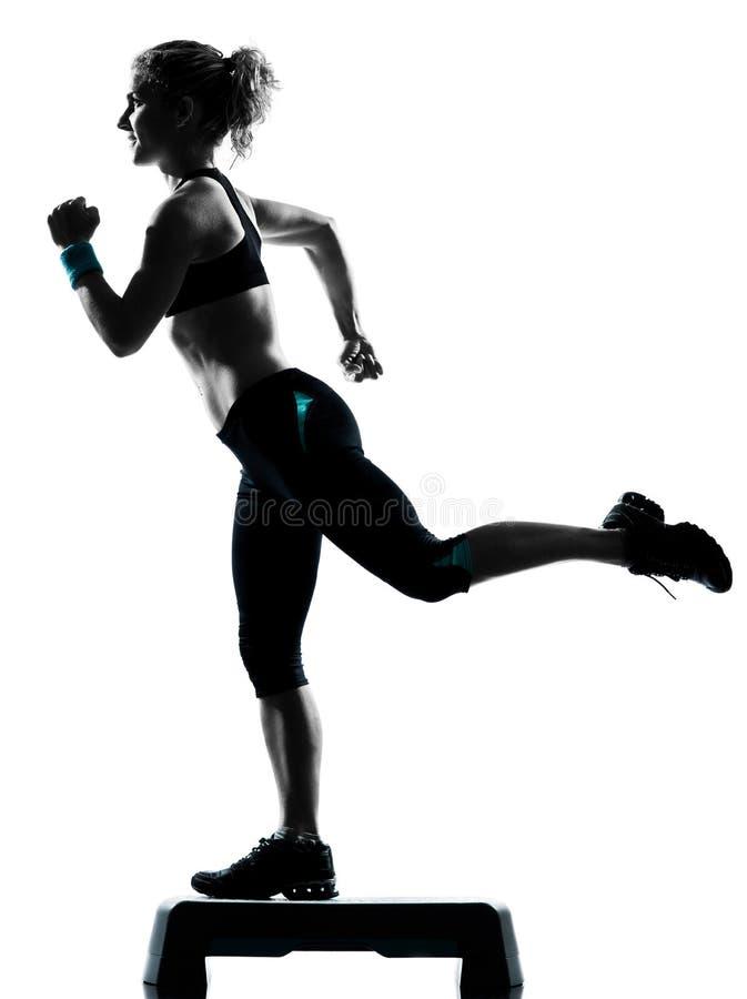Kobieta target459_0_ kroków aerobiki obrazy stock