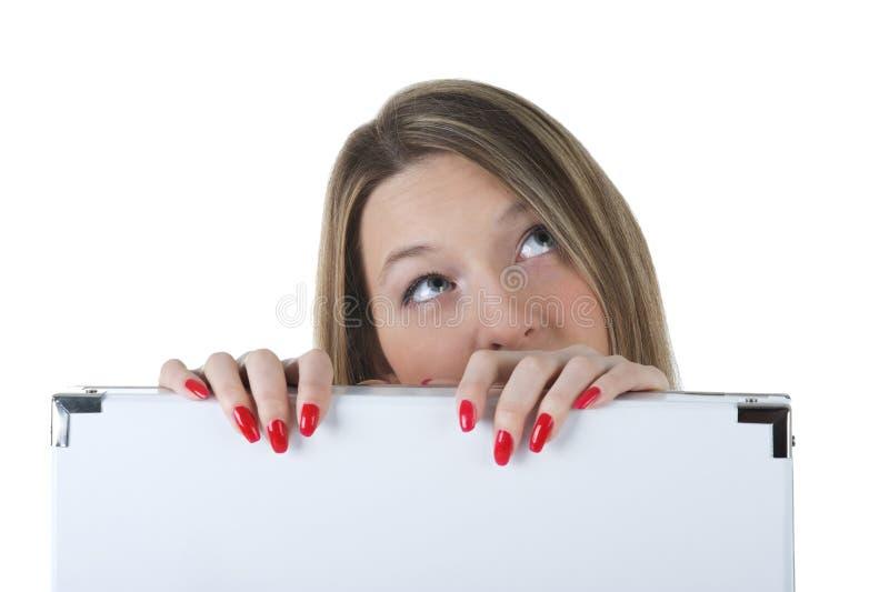 Kobieta target982_1_ pustego billboard obraz stock
