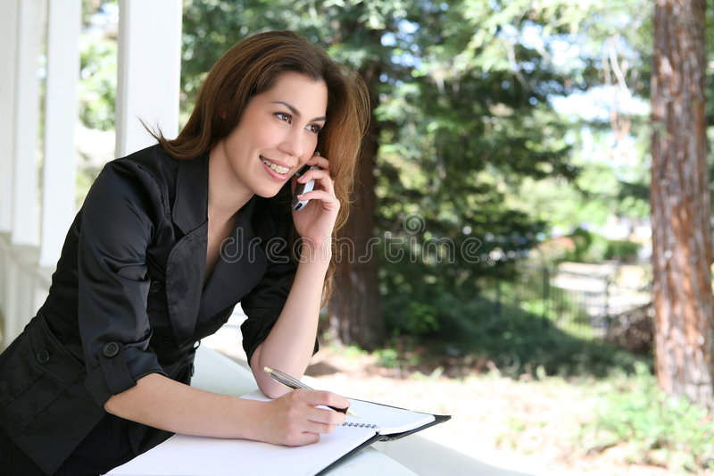 kobieta telefonu do domu zdjęcia royalty free